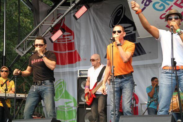 Los Rosario en El Latin Grammy® Street Party b9ee21b67e404487b731481b4cc...