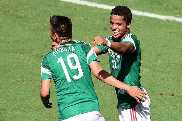 """Ya sea compartiendo ofensiva con Giovani, Raúl o """"Chicharito"""" el delante..."""