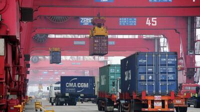 Trump aprueba nueva lista de productos chinos importados sujetos a aranceles, según reportes