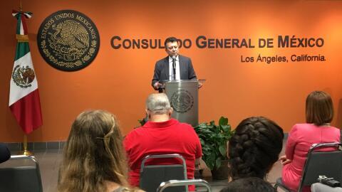 Carlos García de Alba, cónsul de México en Los &Aac...