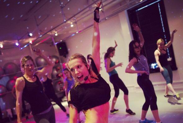Los entrenamientos de Anna mezclan baile, fortalecimiento muscular, yoga...