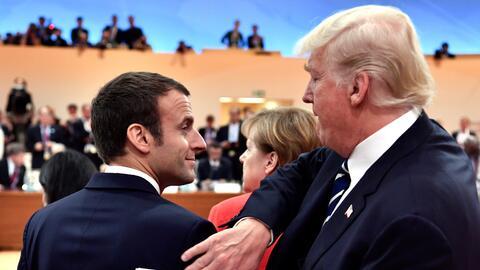Donald Trump saluda a Emmanuel Macron durante la cumbre del G-20 en Hamb...