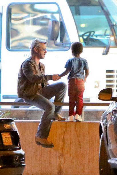 Sean jugó un largo rato con Jackson en un estacionamiento.