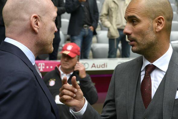 Pep fue arropado por directivos del equipo alemán.