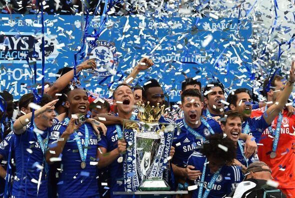 El Chelsea por fin levantó su trofeo de campeón y lo hizo ante su gente...