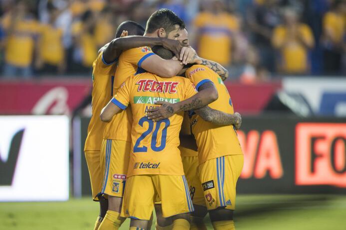 Tigres domina y golea a Toluca en el Volcán 20171021-5542.jpg