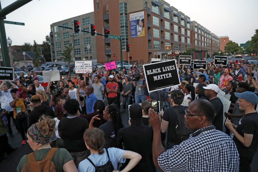 En fotos: Missouri protesta por la absolución de un policía que baleó a...
