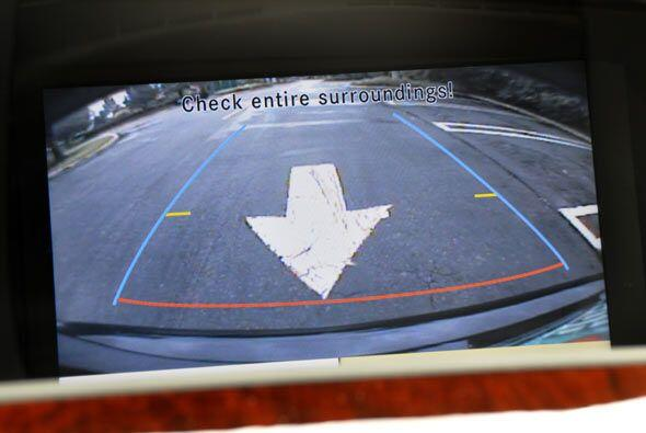El novedoso sistema COMAND incluye una pantalla de ocho pulgadas.
