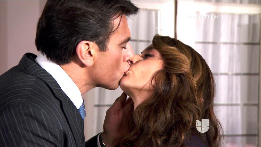 ¡Julia le confesó su secreto a Arturo! 34437320B1D546B89D1AD347B2AE27BB.jpg