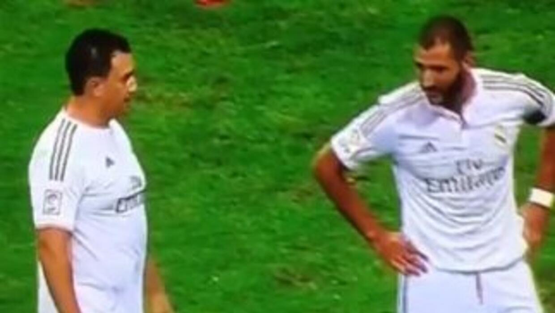 Un aficionado sorprendió a los jugadores del Real Madrid durante le encu...