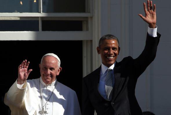 Saludos a los miles de asistentes al Jardín Sur de la Casa Blanca.