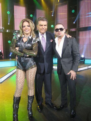 Los cantantes Gloria Trevi y Larry Hernández visitaron a Don Francisco e...