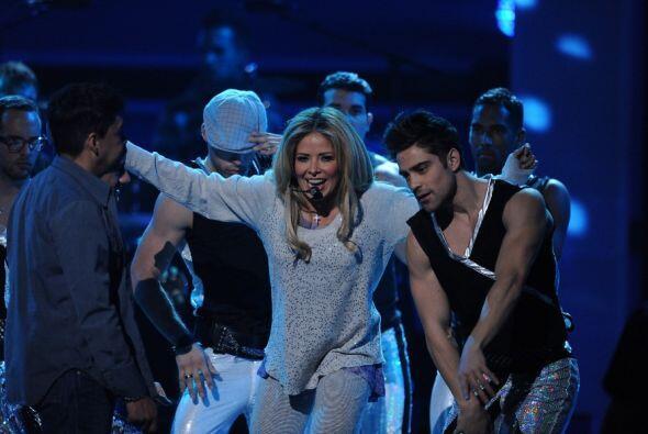 La cantante llenó de música el escenario de Premio.