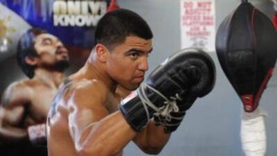 Víctor Ortiz entrena en el Wild Card Boxing Club en Hollywood para su pr...