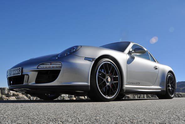 El Carrera GTS tiene una velocidad máxima de 190 millas por hora.