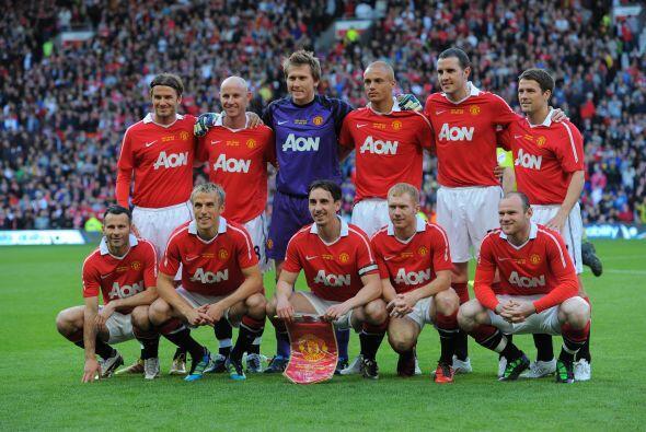 Para este partido, se reunieron algunos ex compañeros de Neville, que su...