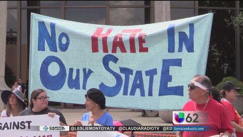 Decenas de residentes de Austin viajan a san Antonio para manifestarse e...