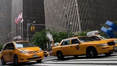 Nueva York crea unidad contra discriminación a pasajeros de taxis y servicios de transporte como Uber y Lyft