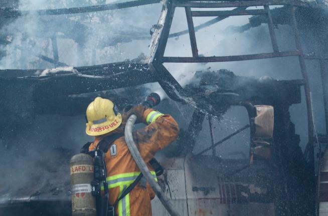 Los bomberos tardaron varias horas en controlar el fuego.