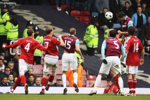 El partido comenzó con buen ritmo, los dos equipos salieron en busca del...