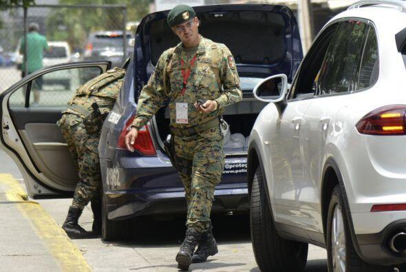El ejército colocó retenes en el área aledaña al centro de convenciones...