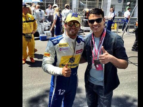 Thiago Silva posando con Felipe Massa piloto de la Fórmula 1.