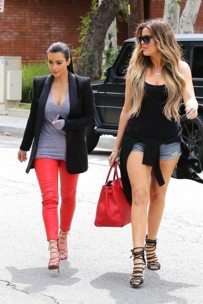 Encontramos a las famosas hermanas paseando por Los Ángeles y notamos qu...