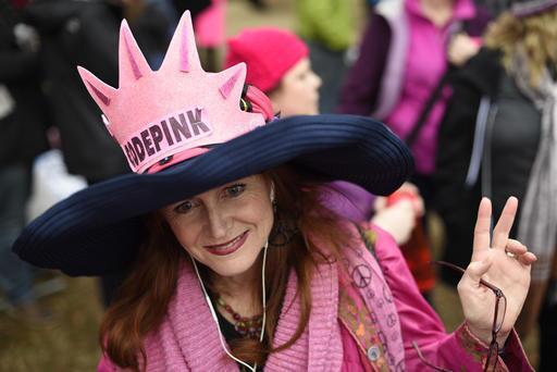 Una gran multitud rosa se toma Washington D.C. Depink.jpg