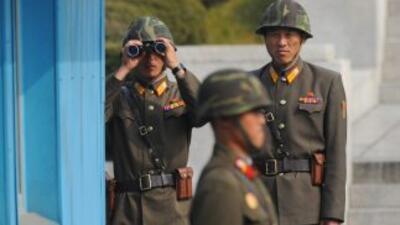 Militares norcoreanos cerca de la frontera con Corea del Sur.