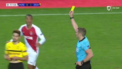 Tarjeta amarilla. El árbitro amonesta a Sofiane Diop de Monaco