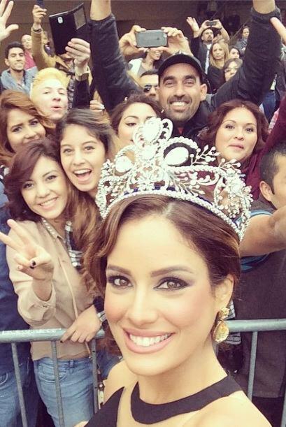 """""""Mas con los Fans en la alfombra!!! #latingrammy #latingrammy2014 #aleyd..."""
