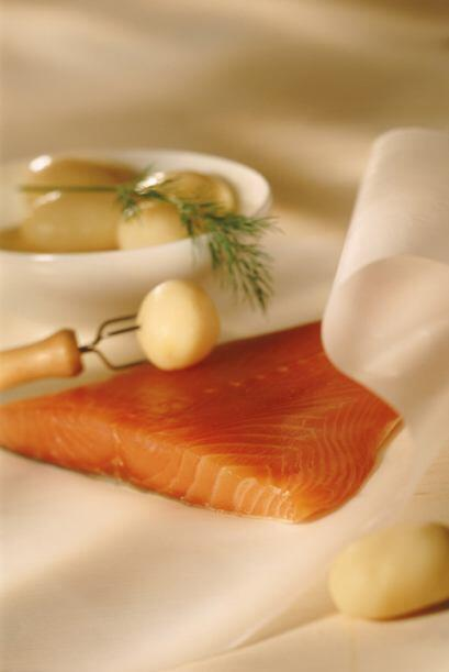 El omega 3 lo puedes encontrar en diferentes pescados y además proporcio...