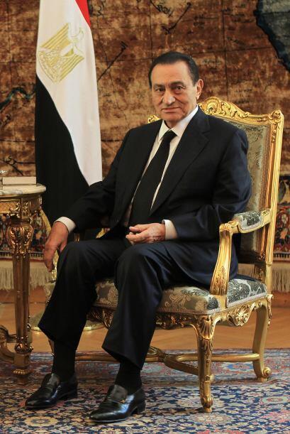 El régimen de Mubarak insiste en que no aceptará la principal exigencia...