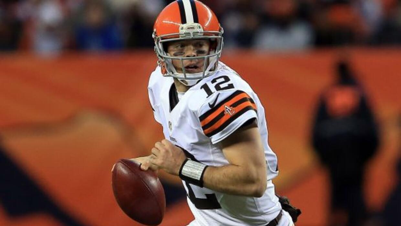 El ex quarterback de los Browns buscará ser el reserva de Colin Kaeperni...