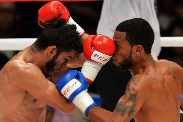 Francisco Contreras salió muy agresivo para sorprender a Linares.