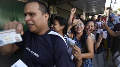 En fotos: Plebiscito vs. Constituyente, los venezolanos se movilizan con votos simbólicos