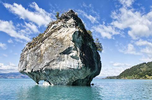 Las Cuevas de Mármol en el lago General Carrera en Patagonia (Argentina...