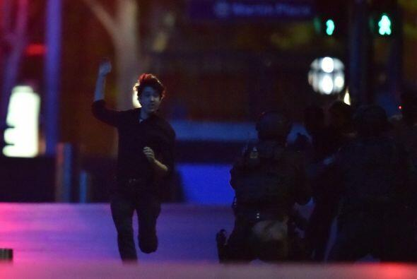 La policía se abalanzó sobre el negocio poco después de que se observó q...