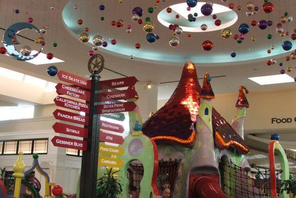 Aquí también se encuentra la aldea de Santa Claus en donde los niños pue...