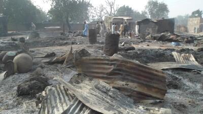Pueblo arrasado por el ataque de Boko Haram.