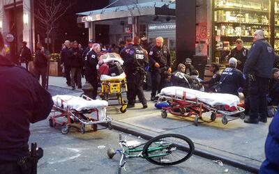 La escena de un tiroteo frente a una licorería al lado del hotel...