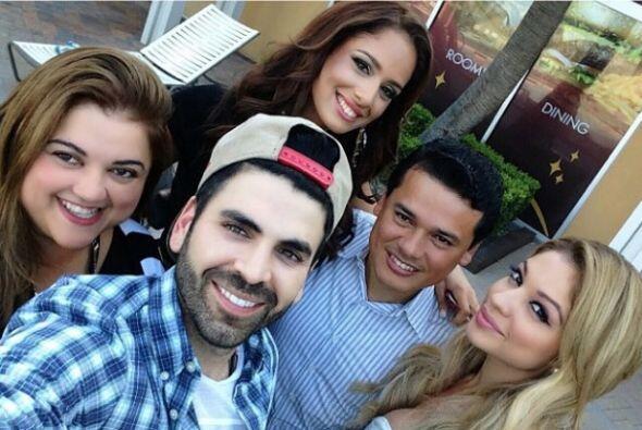 Una selfie con el equipo que recorre el país en busca de la próxima bell...
