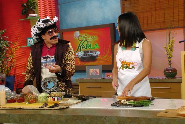 """Raúl """"El Texano"""" cocinó junto a Karla. ¡Fue una rica..."""