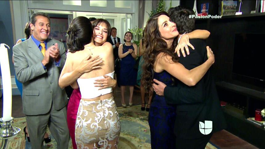 ¡Franco y Gaby son marido y mujer! 5432A8FEA7414DB9BA0B4D059AA9918F.jpg