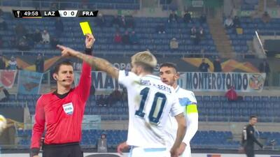Tarjeta amarilla. El árbitro amonesta a Luis Alberto de Lazio