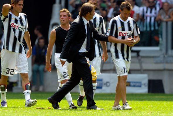 Ya para esta campaña, su entrenador es Antonio Conte, con quien comparti...