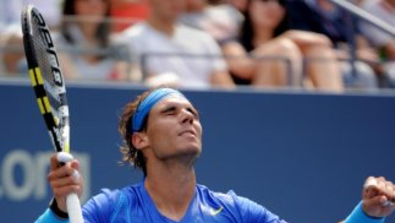 Rafael Nadal sufrió calambres al terminar su partido ante el argentino N...