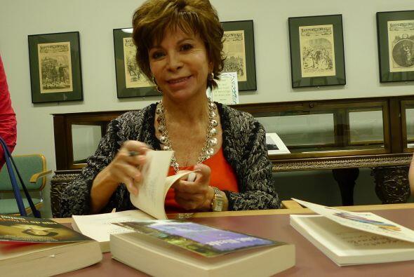 Allende viajó hasta Chicago para recibir el prestigioso reconocimiento l...