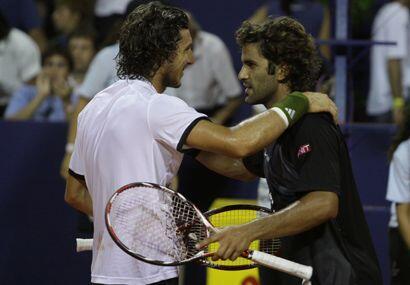Un abrazo entre ambos jugadores cerró un gran combate en el que sólo uno...
