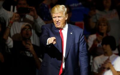Trump durante un mitin en el US Bank Arena de Cincinnati, Ohio, el 13 de...